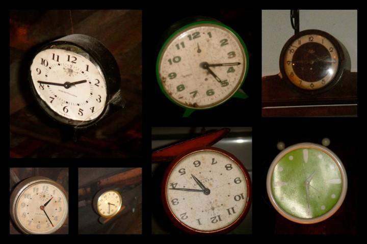 """Alguns dos relógios """"espalhados"""" pela pizzaria ..."""